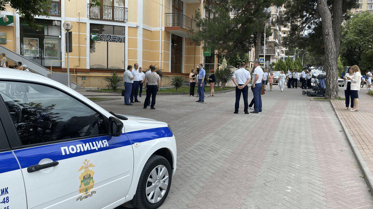 На набережной Геленджика ликвидировали незаконный пункт проката самокатов