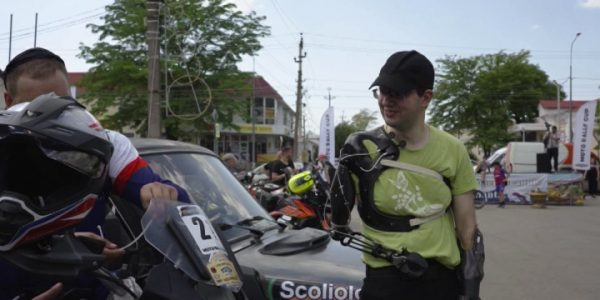 В Анапе в гонках MotoRallyCup призером стал водитель с протезами рук