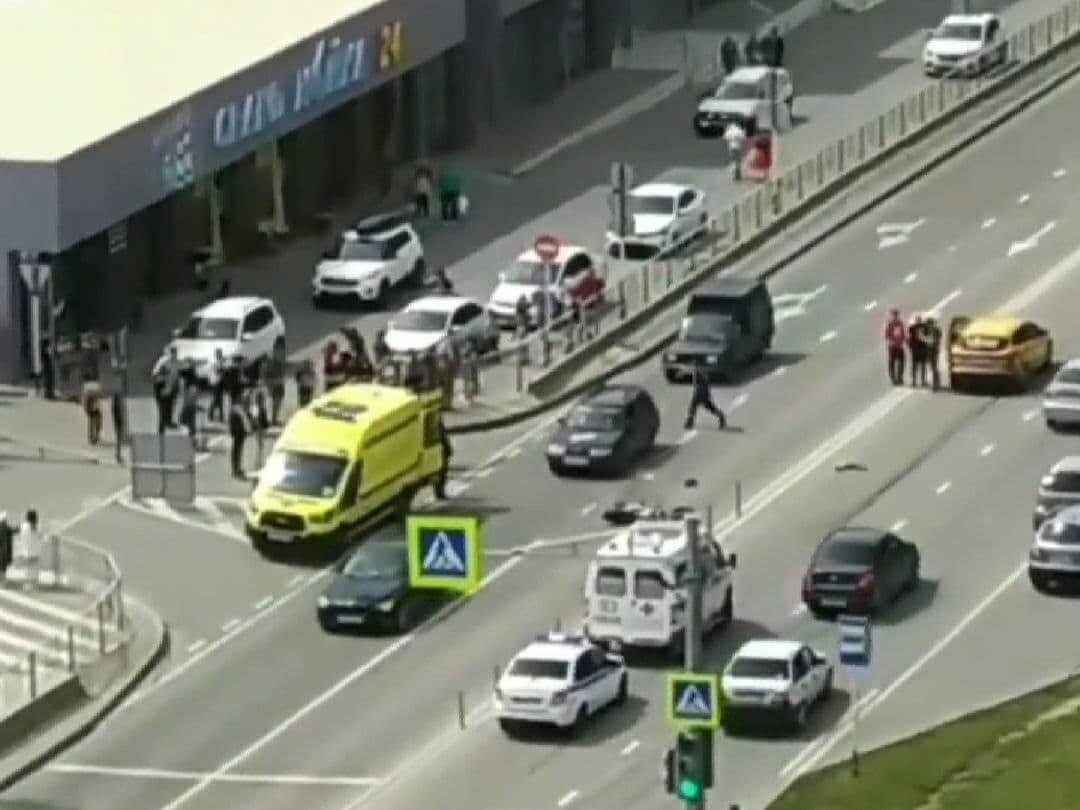 В Анапе водитель иномарки при повороте нарушил разметку и сбил мотоциклиста