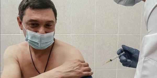 Мэр Краснодара Евгений Первышов, переболевший коронавирусом, прошел вакцинацию