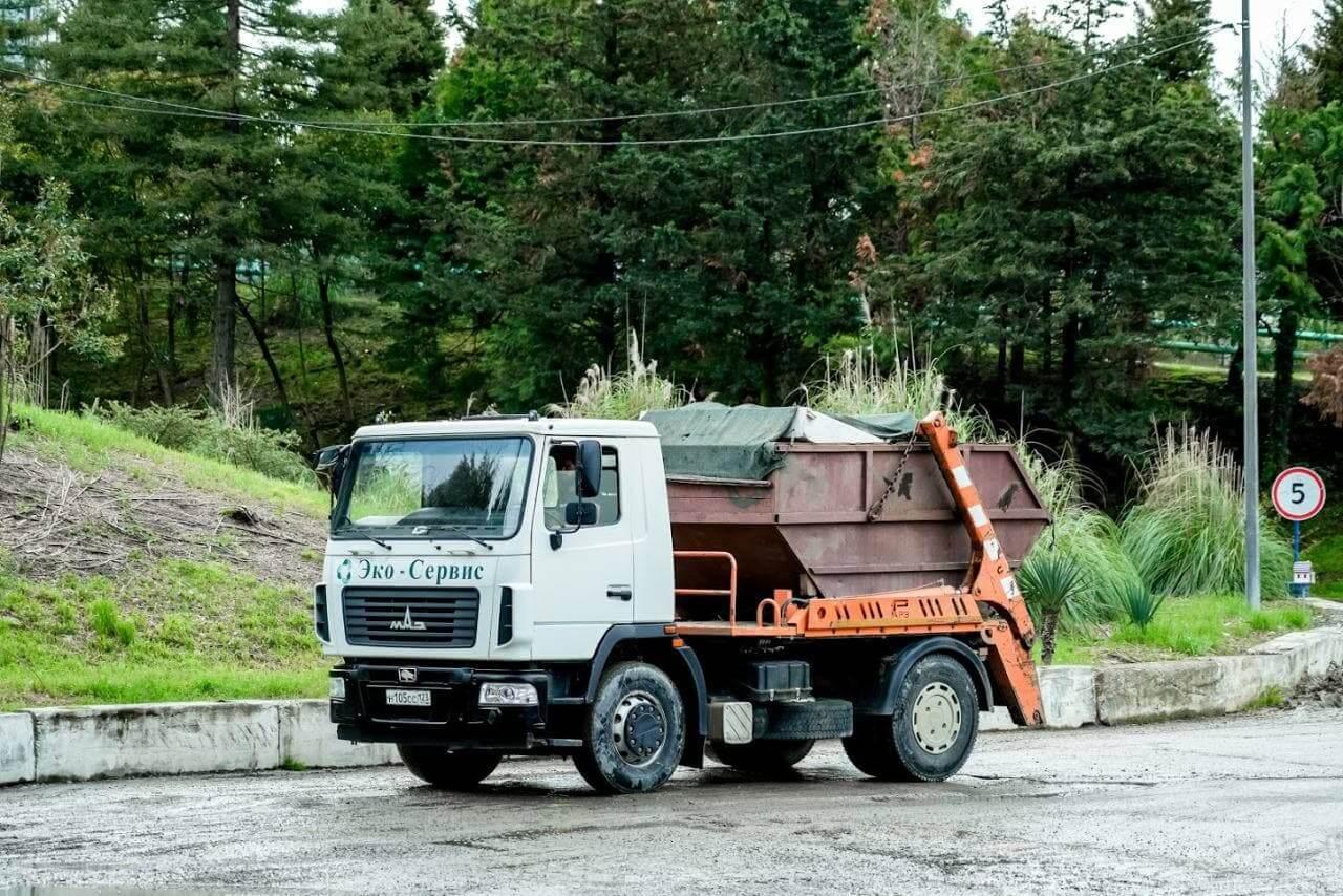 В Сочи из-за наплыва туристов увеличат количество мусороуборочных машин
