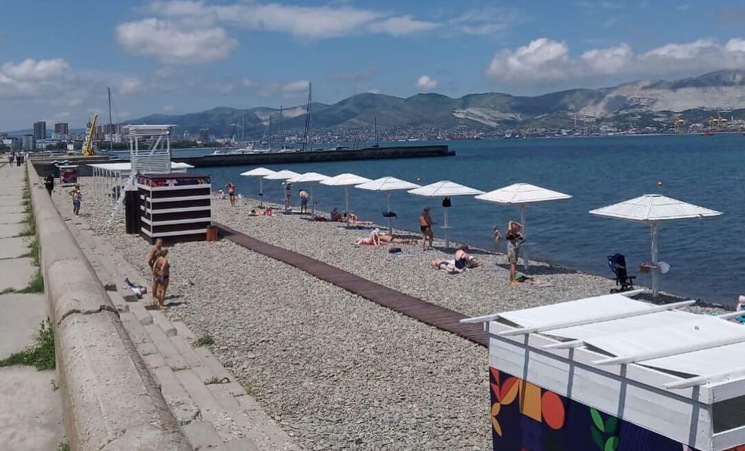 Замглавы Новороссийска пообещал мороженое за уборку пляжа