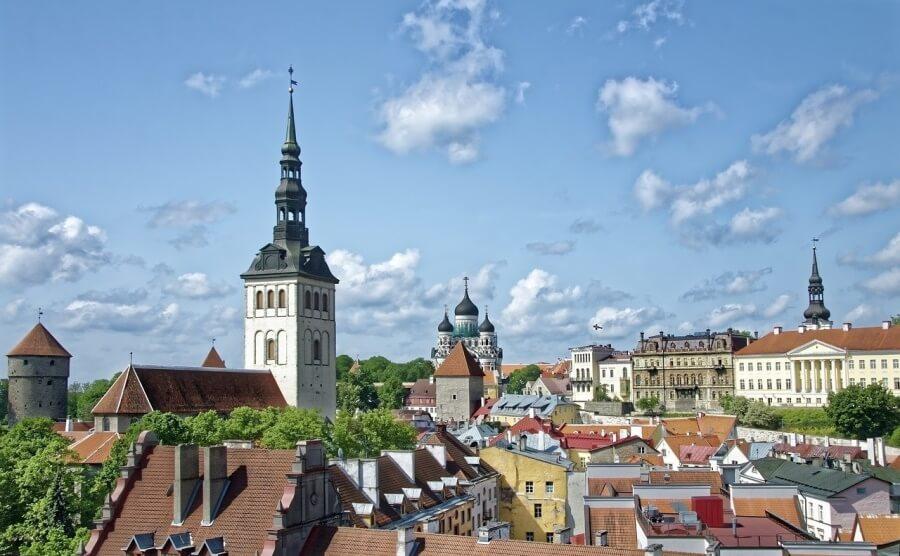 Эстония открыла границы для вакцинированных россиян