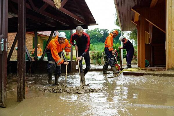 В Сочи пострадавшим от непогоды начали выплачивать компенсации