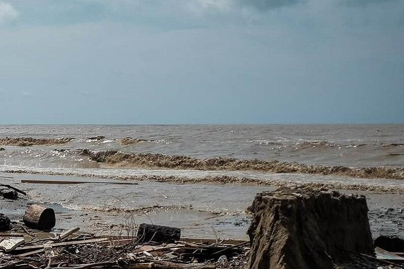 Эксперт: в ближайшее два-три дня Черное море очистится от грязи после непогоды