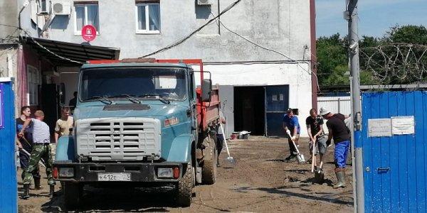 В Горячем Ключе последствия подтопления устраняют 569 человек