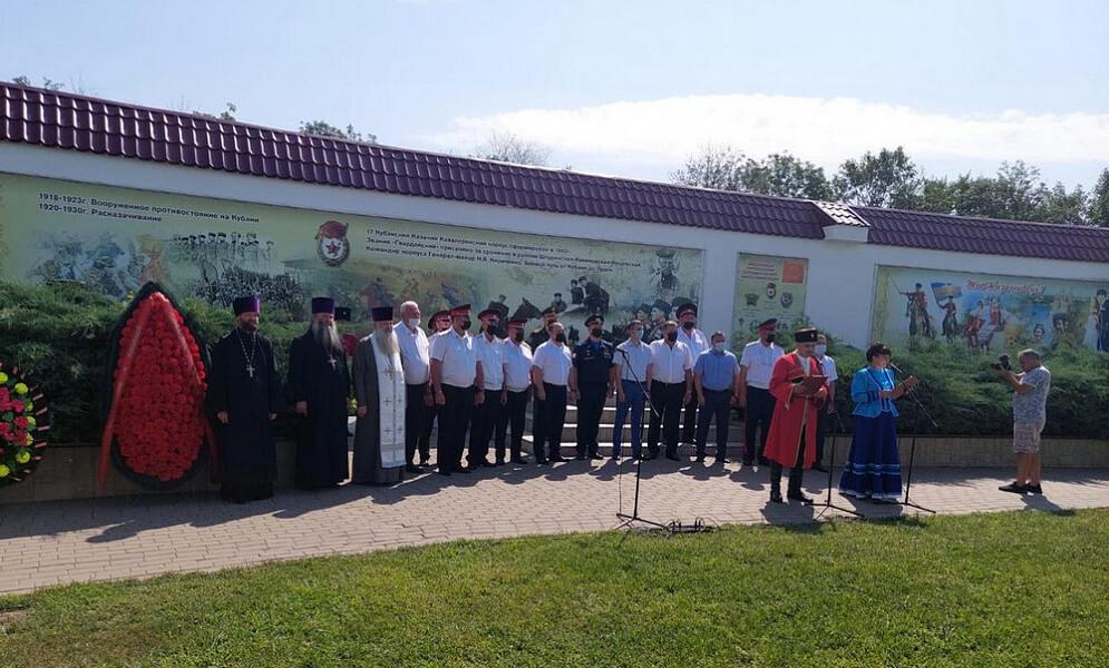 Казаки Ейского отдела ККВ почтили память казаков, погибших в Кущевской атаке