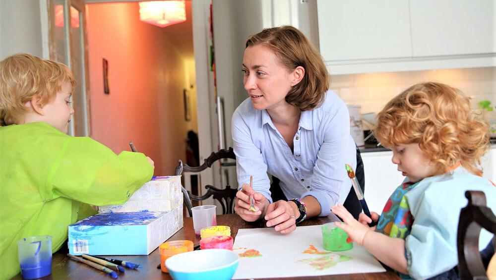 На Кубани планируют создать институт социальных нянь в помощь многодетным семьям