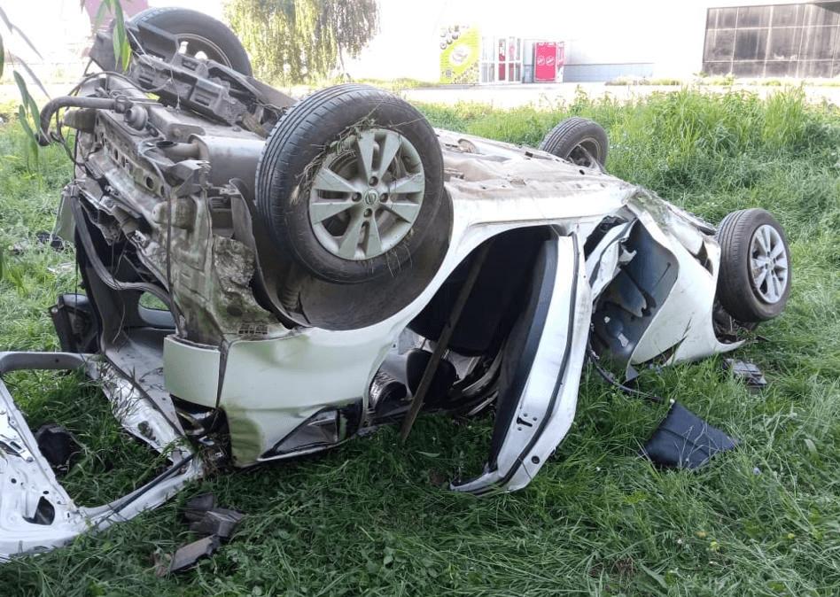 На Кубани иномарка врезалась в столб и перевернулась, водитель погиб