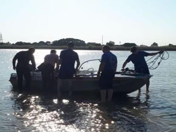 В Краснодаре спасатели ищут девушку, которую унесло течением реки Кубань