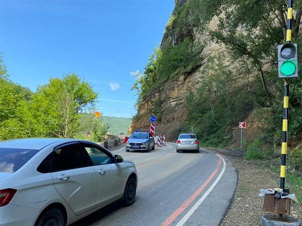 МВД: на горной дороге к Гузериплю возможны обвалы и камнепады