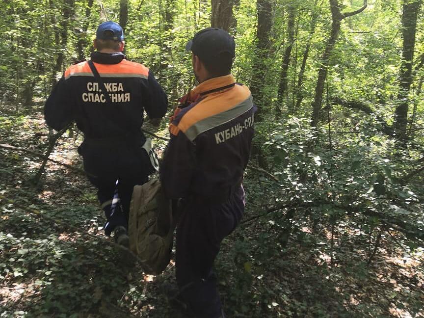 Под Геленджиком турист на крутом склоне упал и сломал ногу, его эвакуировали