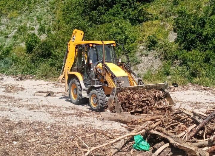 В Туапсинском районе после подтоплений необходимо расчистить 70 пляжей