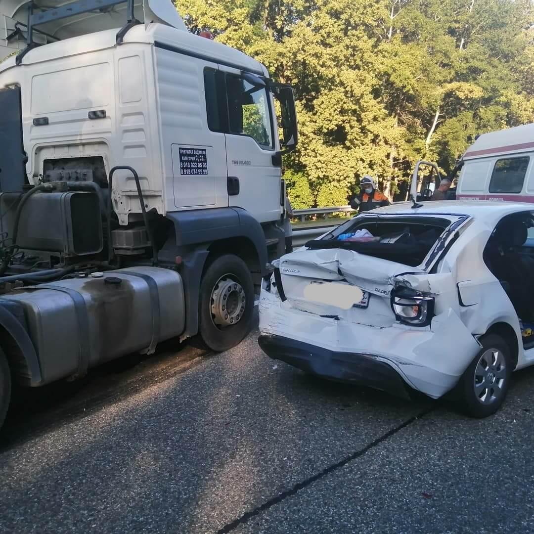В Белореченском районе фура столкнулась с легковым автомобилем