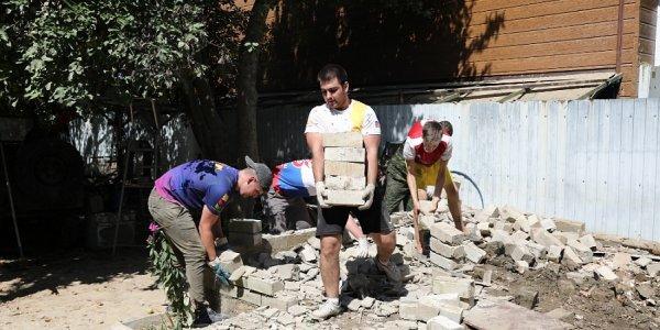 В Горячем Ключе ежедневно более 500 волонтеров устраняют последствия наводнения