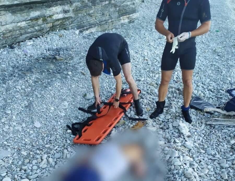В Геленджике мужчина погиб, упав со скалы