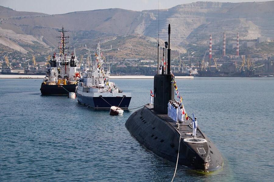 Кондратьев поздравил ветеранов и военнослужащих с Днем ВМФ