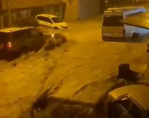 Из-за сильных дождей в Сочи произошли подтопления