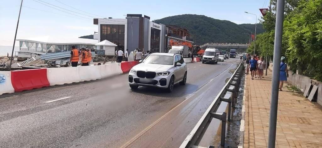 В Лермонтово возобновили движение по федеральной дороге Джубга — Сочи