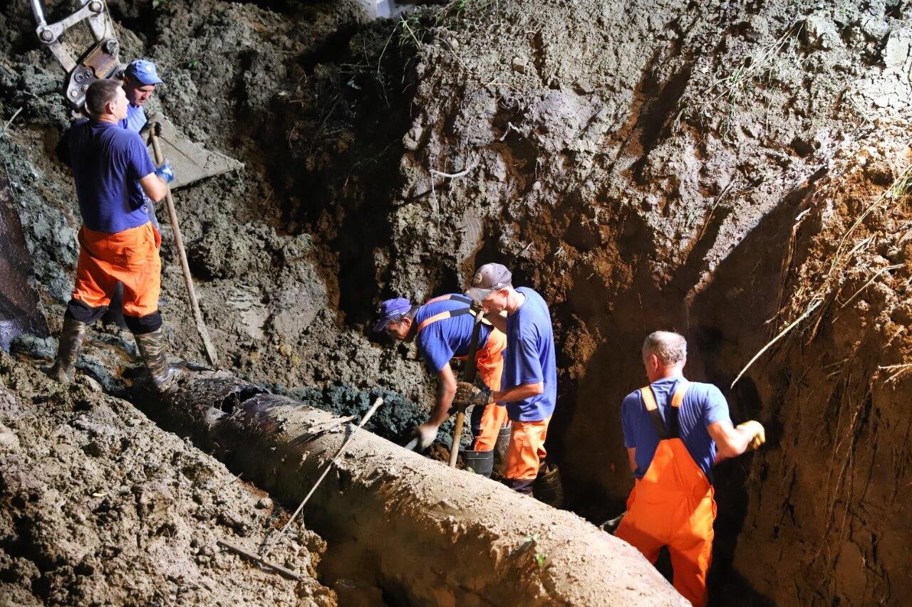 В горах Сочи сошедший оползень повредил канализационный коллектор