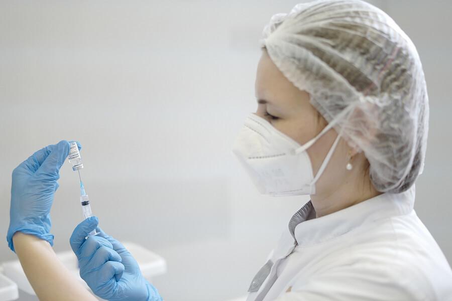 В ТЦ «Галерея Краснодар» открыли крупнейший на Кубани мобильный пункт вакцинации