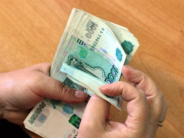Правительство РФ выделило 204 млрд рублей на выплаты для школьников