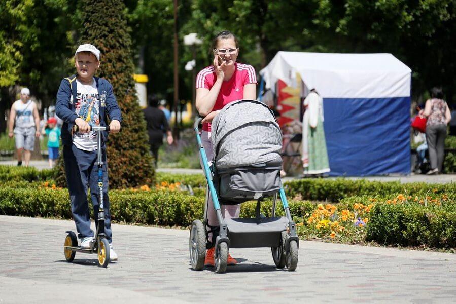 На Кубани на выплаты семьям с детьми до 7 лет направили еще 2 млрд рублей