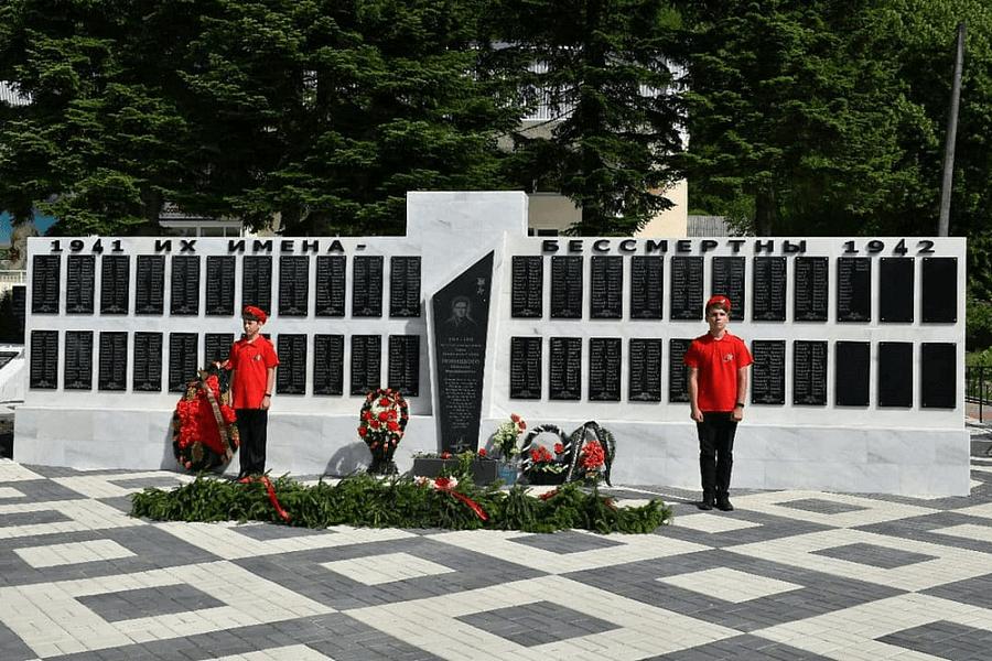 В Апшеронском районе реконструировали два воинских захоронения