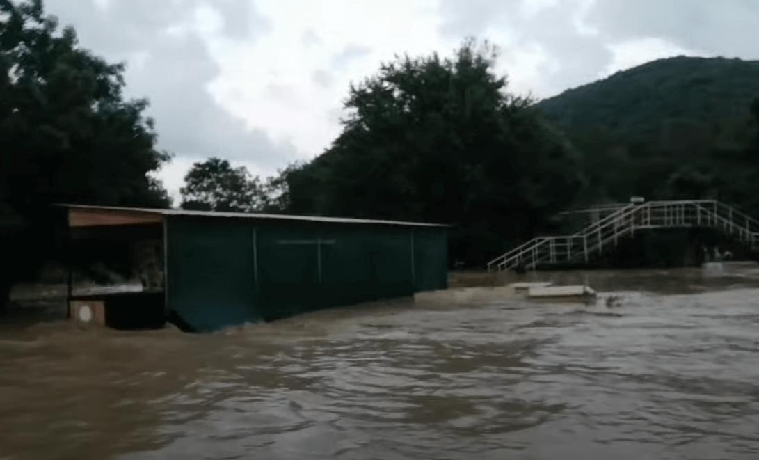 В Архипо-Осиповке под Геленджиком подтоплено 30 домов и 50 придомовых территорий