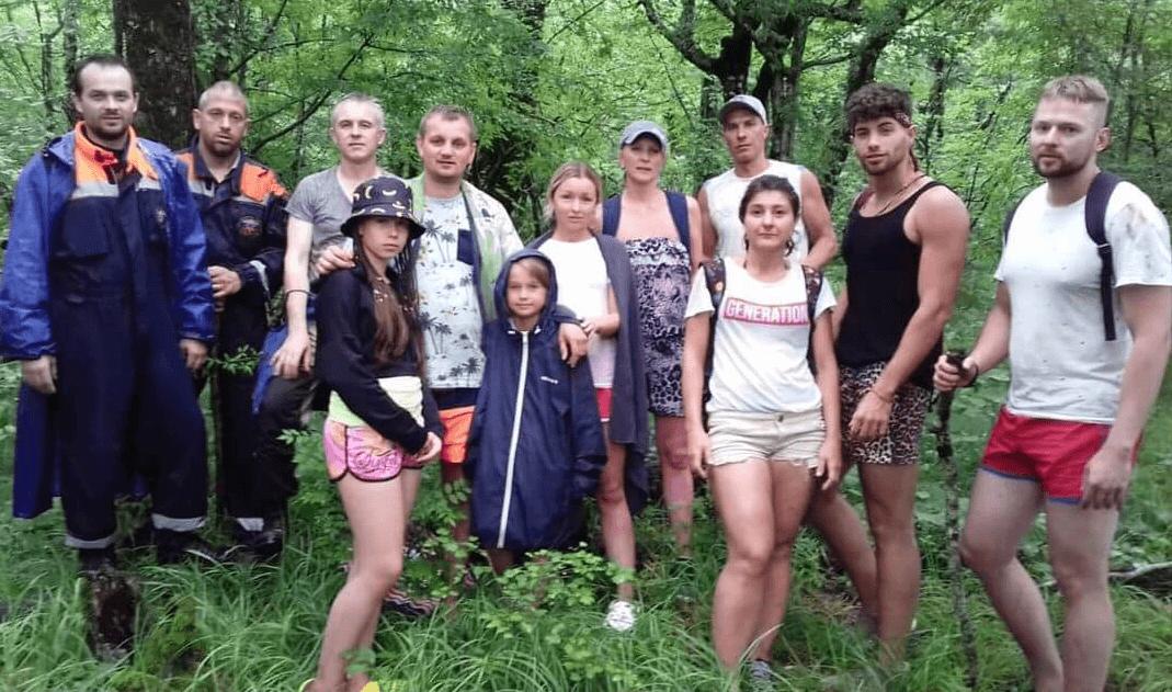 В горах Геленджика почти сутки искали группу пропавших туристов с детьми