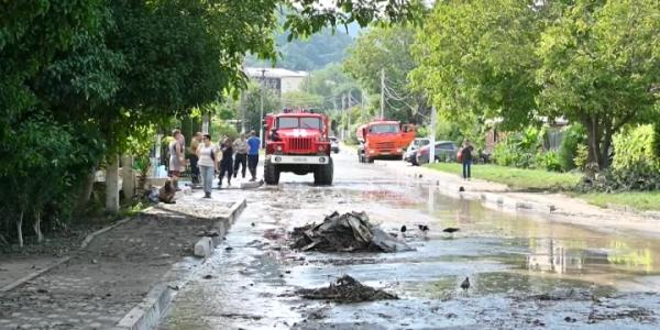 В Архипо-Осиповке МЧС и волонтеры продолжают устранять последствия непогоды