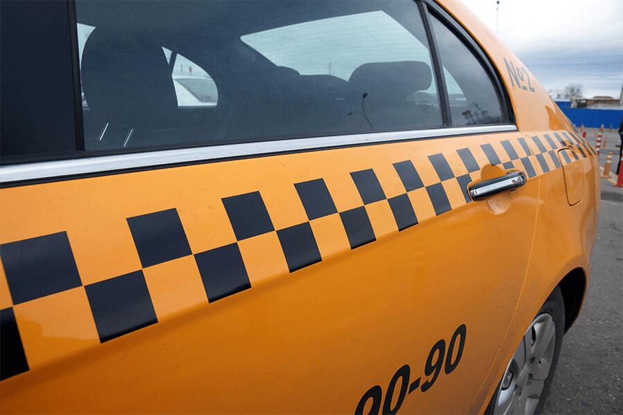 Жители Краснодара с начала 2021 года стали ездить на такси в 15 раз чаще