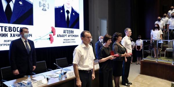 Семьям погибших в Сочи судебных приставов вручили ордена Мужества