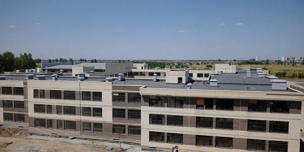 Самая большая школа ЮФО на улице Конгрессной в Краснодаре готова на 82%