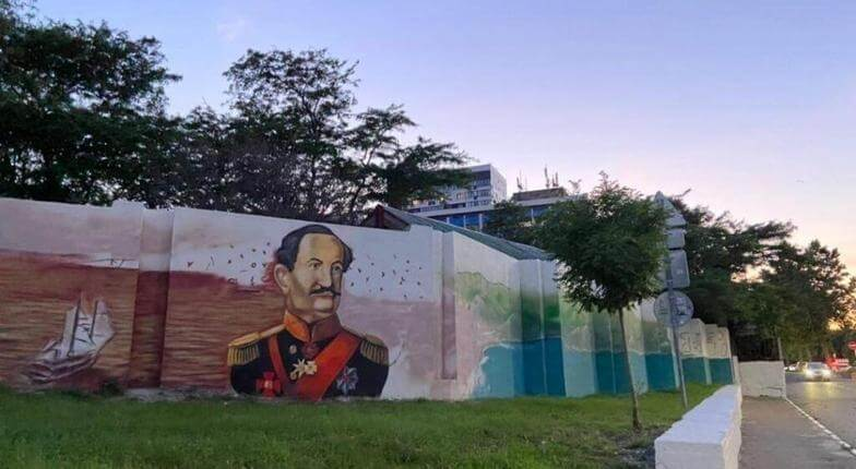 В Новороссийске на месте граффити с футболистами нарисовали адмирала Серебрякова