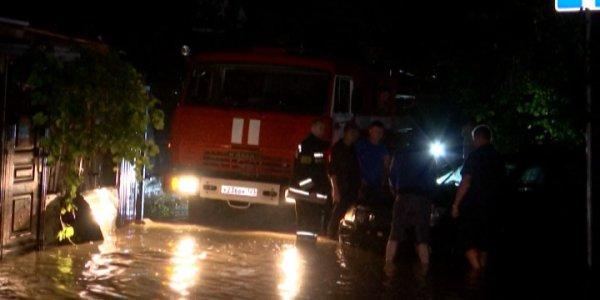 В Сочи к расчистке улиц после ливня привлекли 400 человек и 40 единиц техники