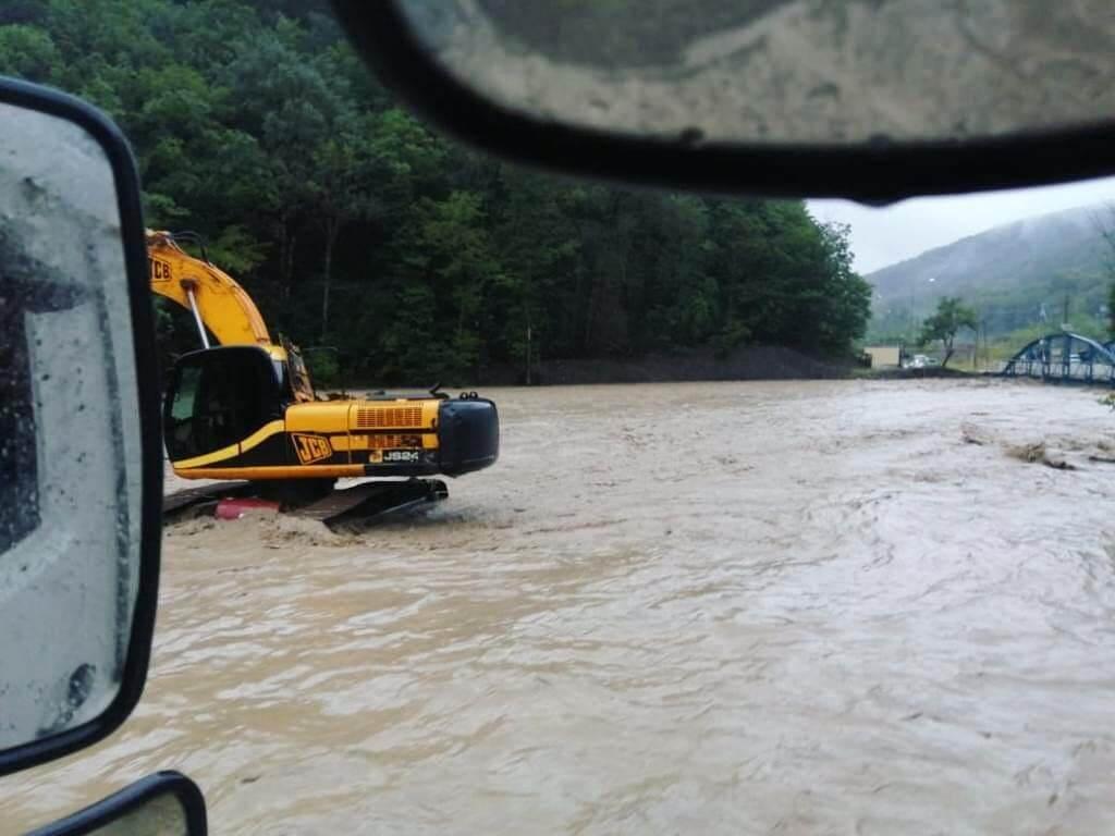Спасатели: в Сочи уровень воды спадает, эвакуация жителей не требуется