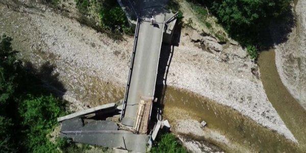 В Мостовском районе восстановили обрушившийся после сильных дождей мост