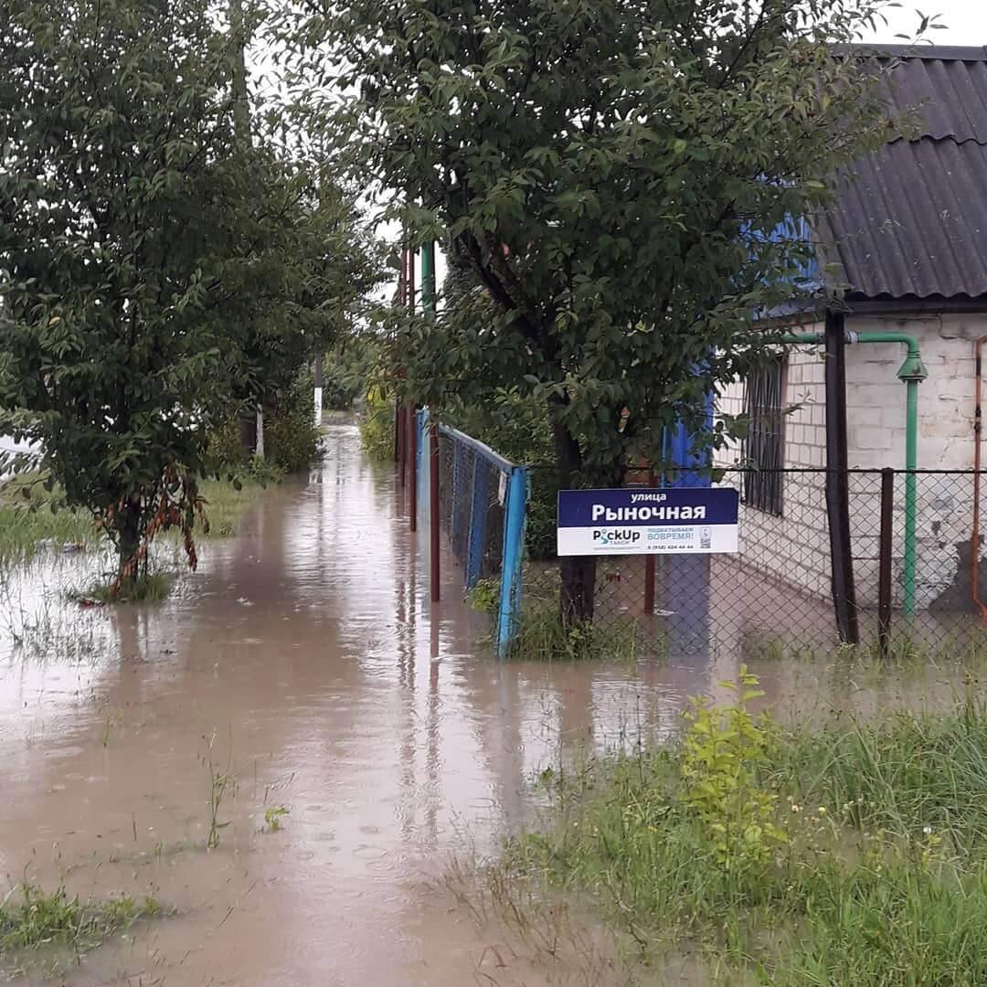 В Славянске-на-Кубани после сильного ливня подтопило 80 домов