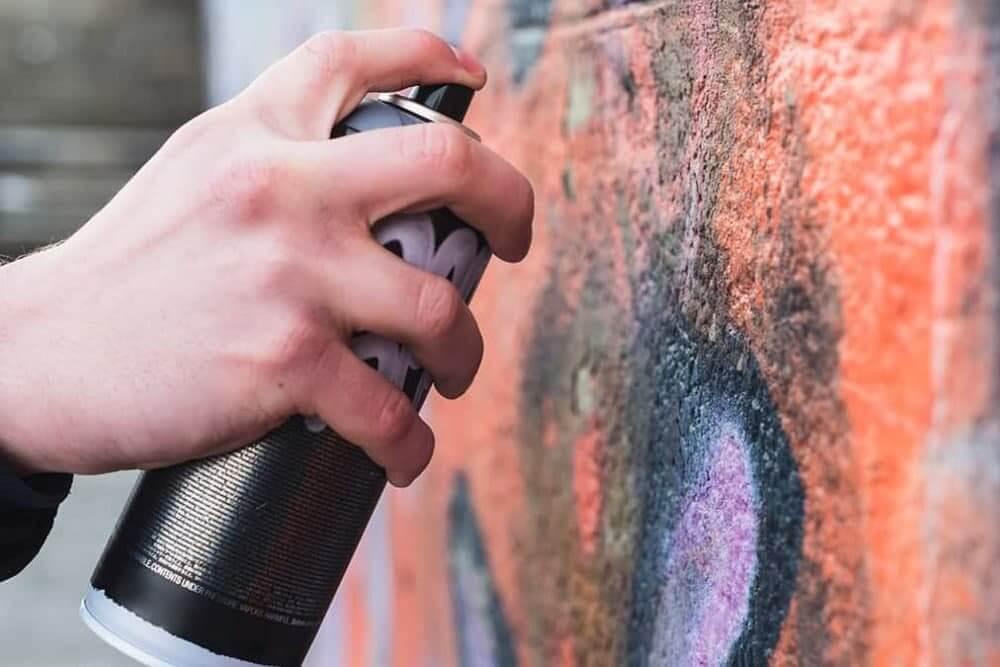 В Краснодаре для борьбы с граффити будут «поощрять легальных граффитчиков»