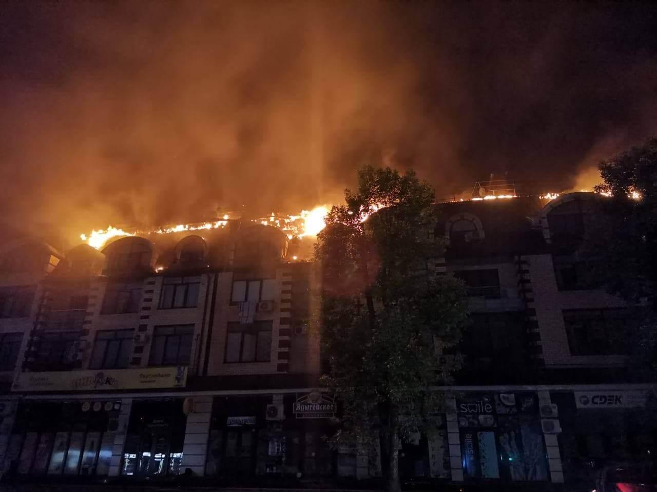 В Горячем Ключе загорелась кровля дома ЖК «Новый Град», эвакуировали 100 человек