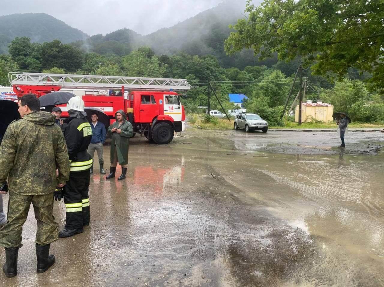 В Сочи в поселке Кепша эвакуировали 200 воспитанников детского сада и 50 жителей
