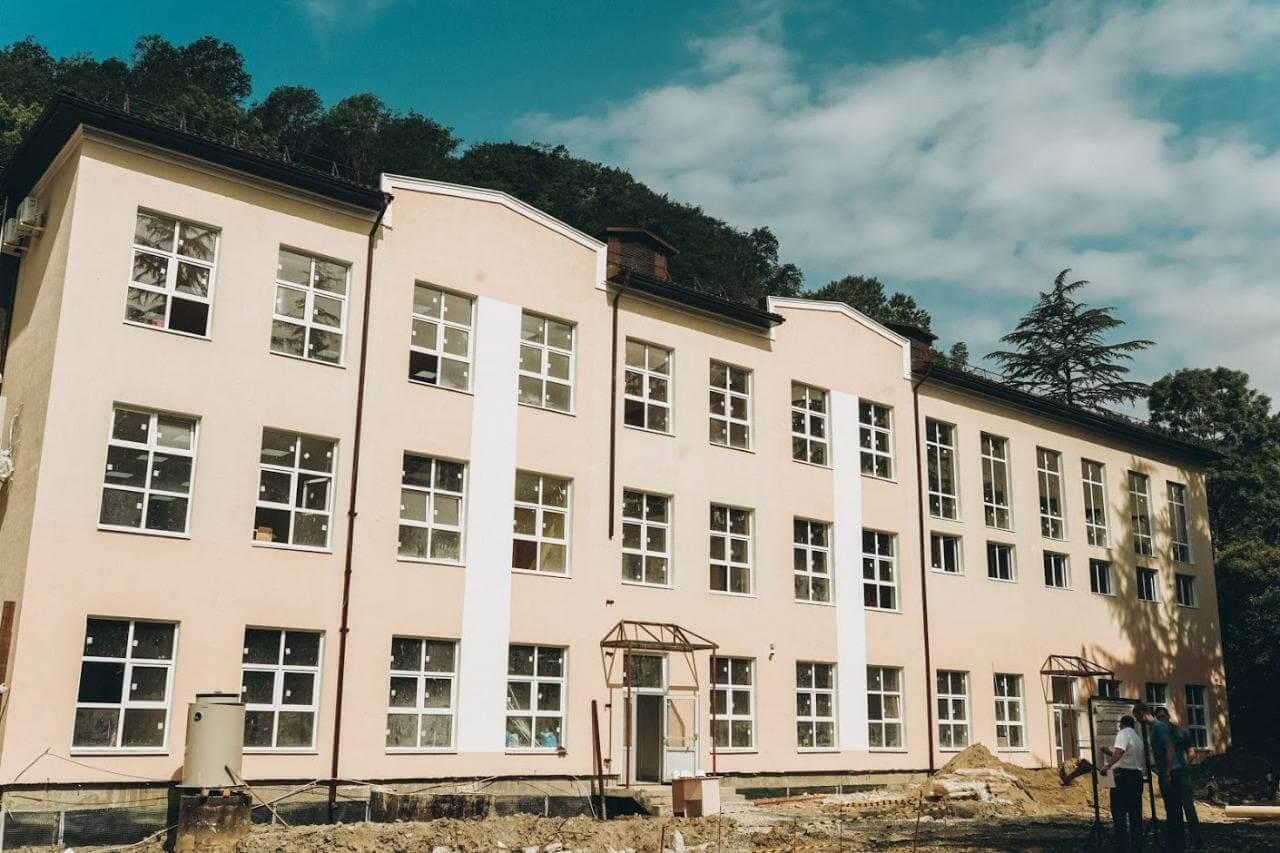 В Сочи в сентябре откроют две новые школы и два блока детских садов