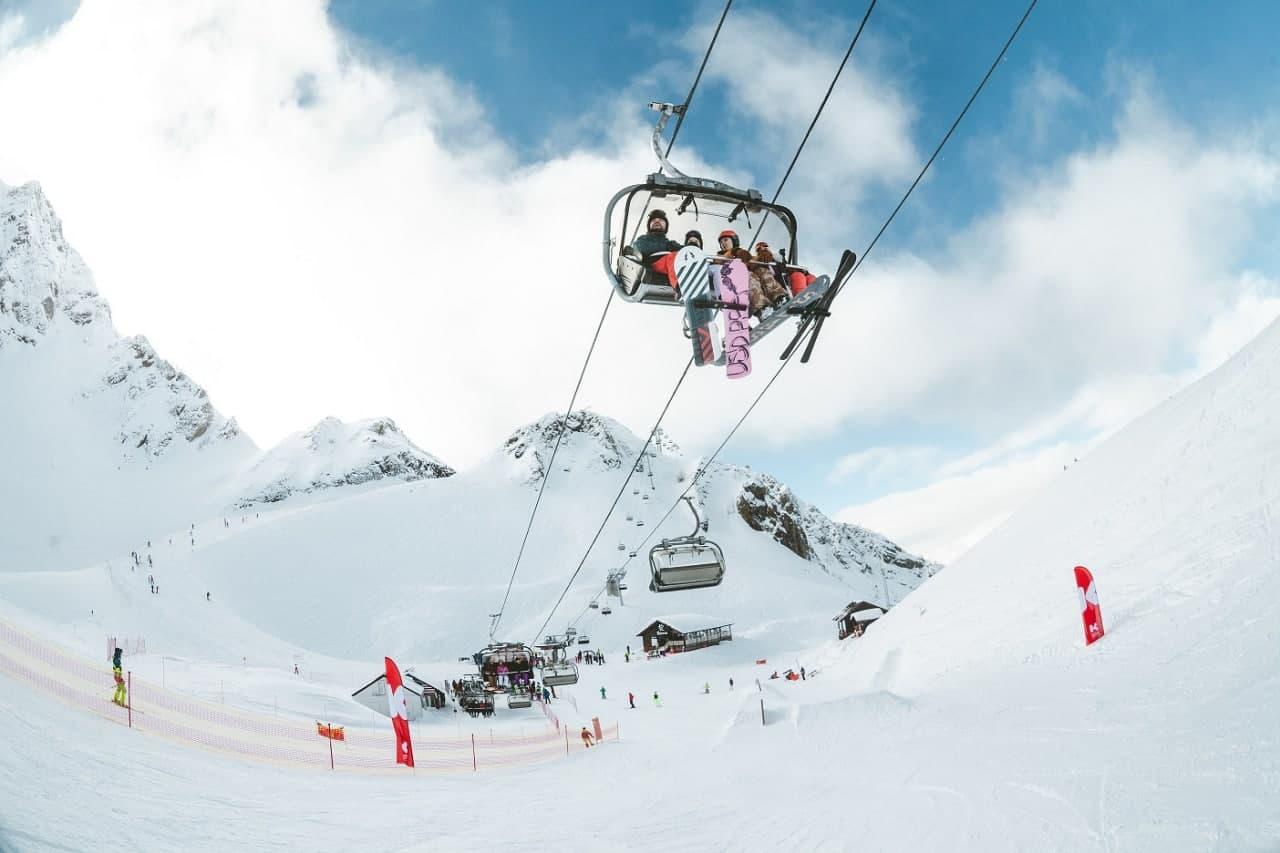 В Сочи на Красной Поляне открыли продажи ски-пассов на предстоящий зимний сезон
