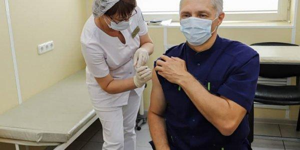 Руководители краевой больницы №2 прошли оба этапа вакцинации от коронавируса