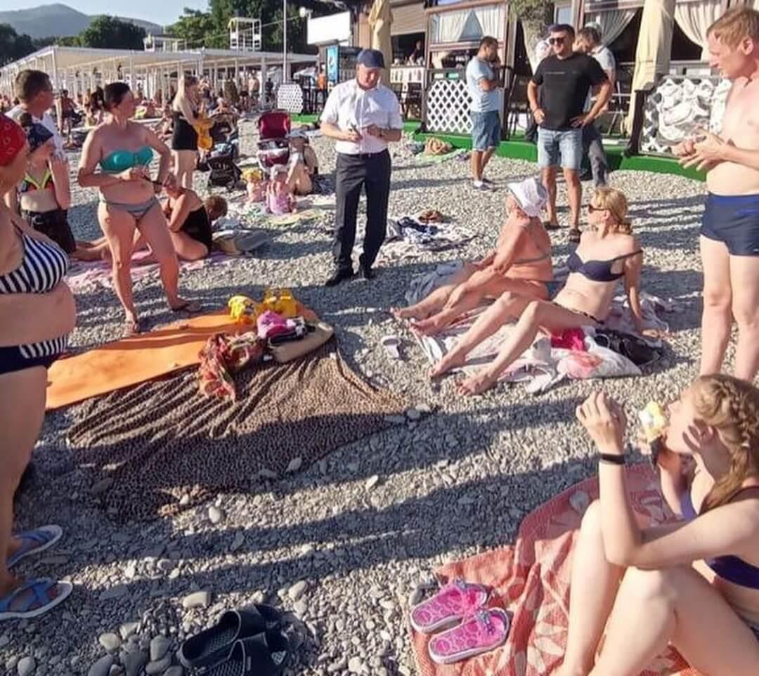 Глава Кабардинки пришел на пляж и провел соцопрос среди отдыхающих