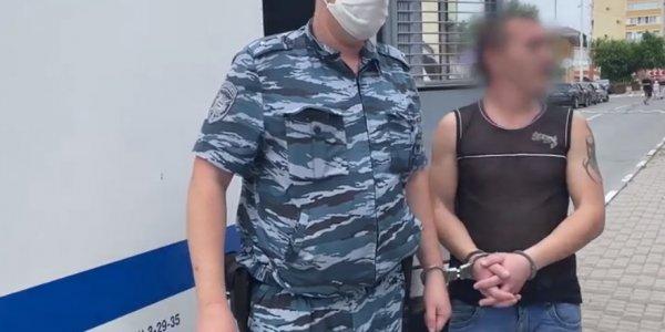 На Кубани разбойник украл кассовый аппарат и закопал его, а деньги потратил