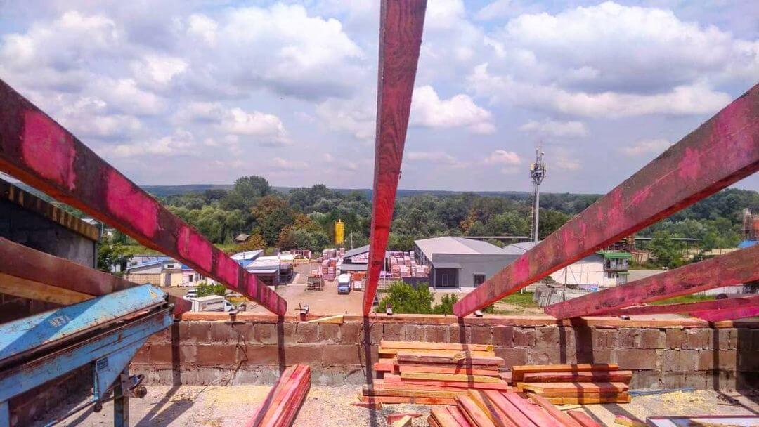 В Горячем Ключе до августа полностью восстановят кровлю горевшего жилого дома