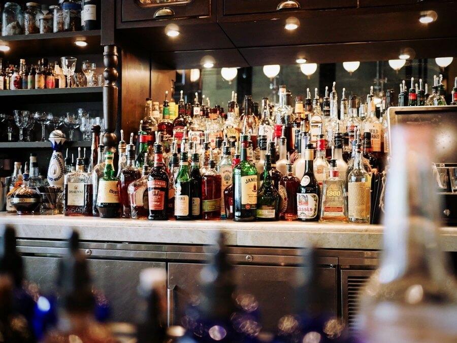 В России предложили запретить молодым людям младше 21 года посещать бары