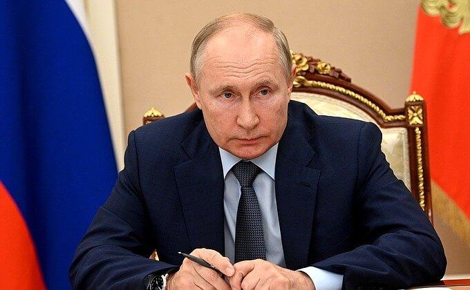 Путин поручил повысить темпы вакцинации от коронавируса в России